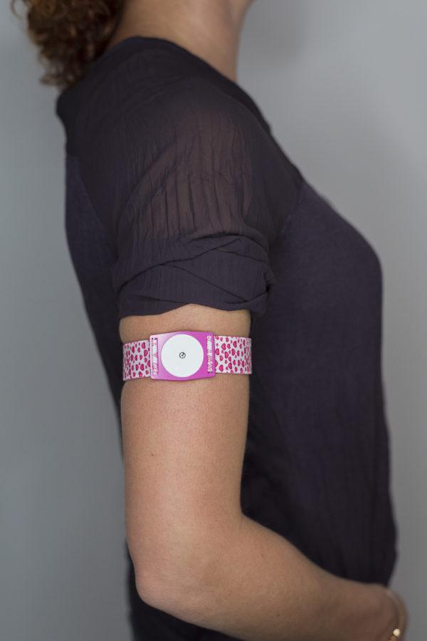 Abbott Freestyle Libre 1 und 2 Sensorhalter pink weiße Herzen günstig kaufen bei www.zuckerschmuck.com